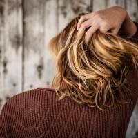 6 truques para manter o tom loiro do seu cabelo tingido