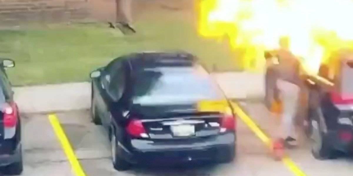 La venganza nunca es buena: mujer prendió fuego al auto de su ex y terminó quemada