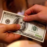 Gobierno entregará USD 200 en febrero a personal de primera línea frente al Covid-19