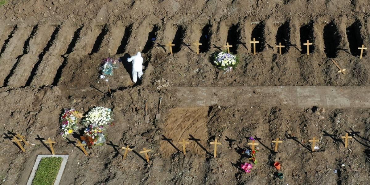 Primeros días de desconfinamiento en Argentina: aumento récord de casos y los cementerios trabajan en secciones covid-19