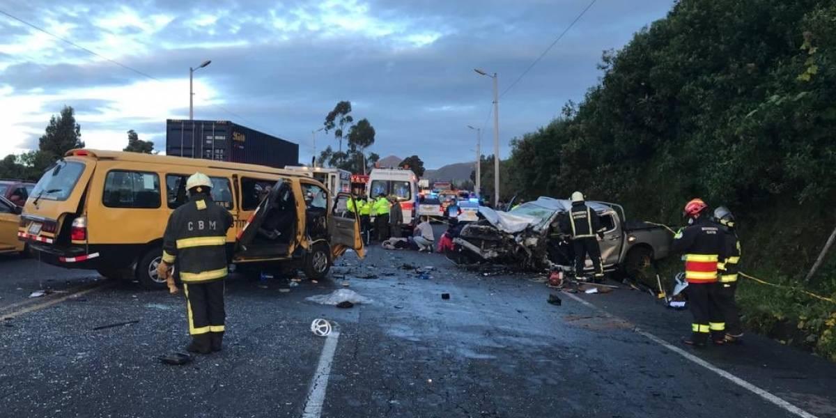 Tres fallecidos y siete heridos en trágico accidente de tránsito en Tambillo, Mejía