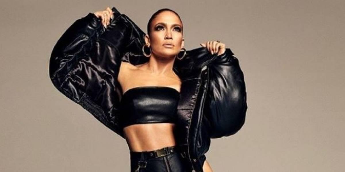 Jennifer Lopez enamora en lencería negra y medias de malla posando en su extravagante jardín