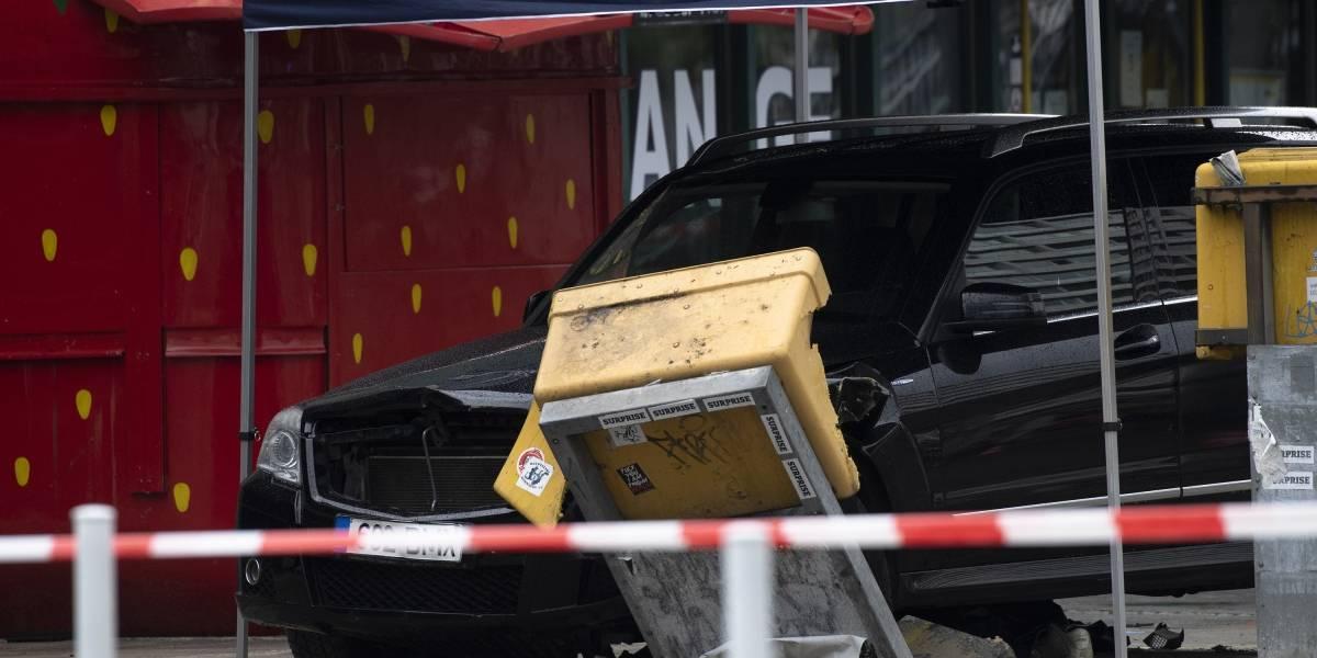 Automóvil atropella a peatones y deja seis heridos en Berlín