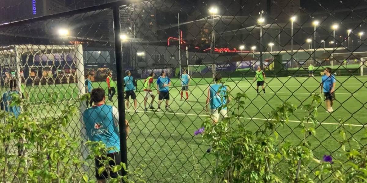 Complexo de futebol society retoma atividades descumprindo protocolos de saúde