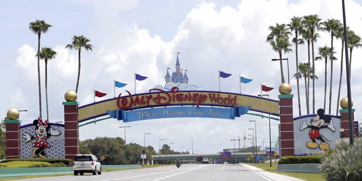 Sujeto lleva rifle y pistola a Disney World en Orlando