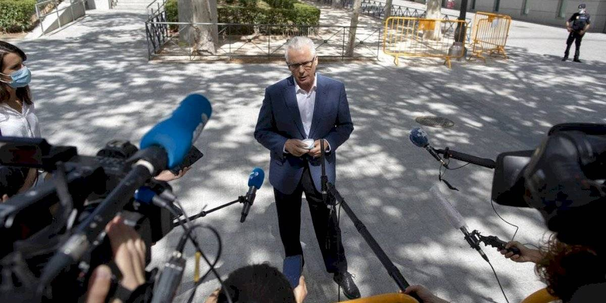 Tribunal español investiga si compañía espió a Julian Assange