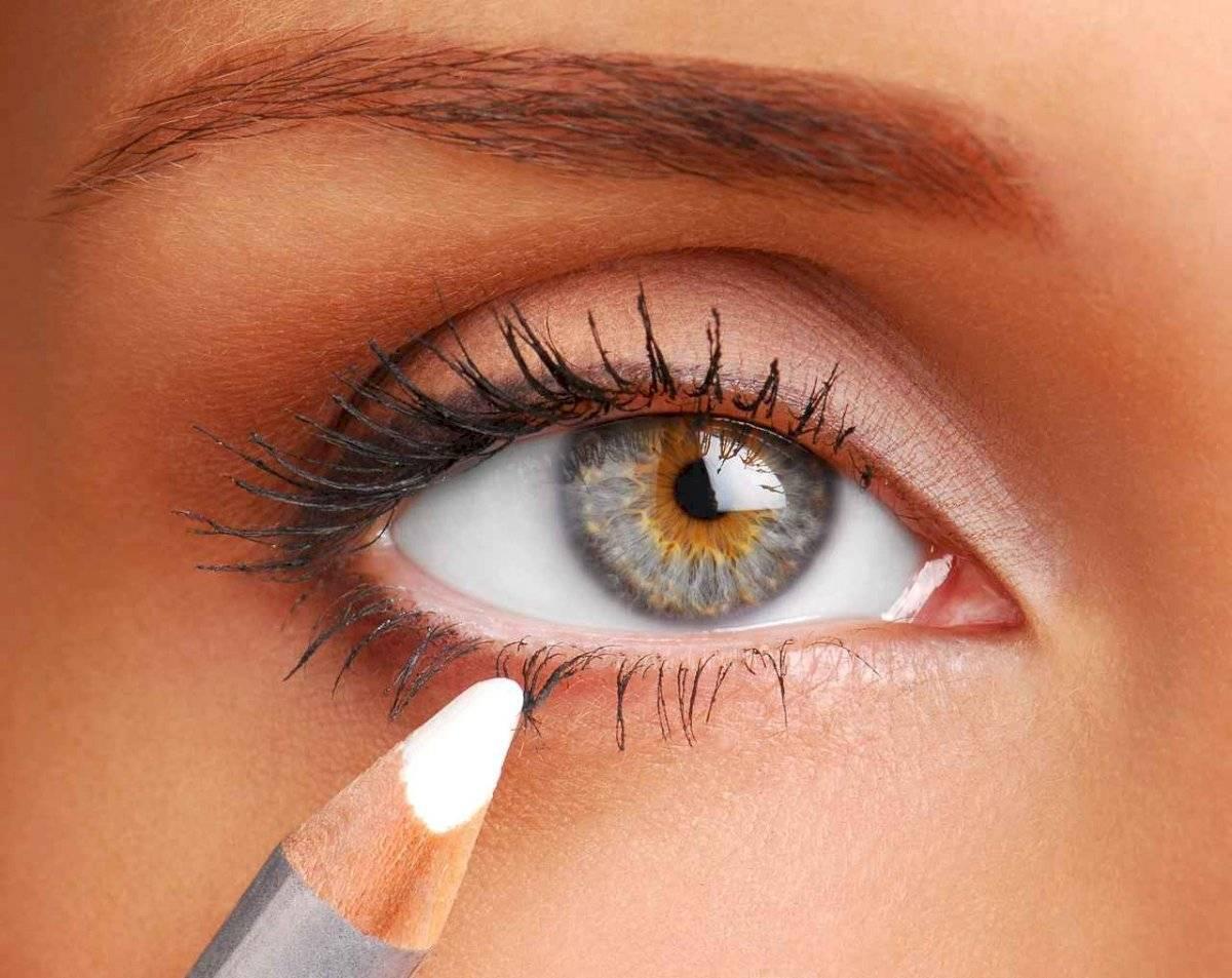 Los delineadores claros son más efectivos para agrandar la mirada