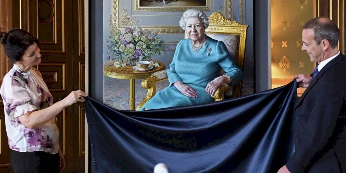 Así es el nuevo retrato de la Reina Isabel II: y al verlo, la monarca encontró un insólito detalle en la pintura