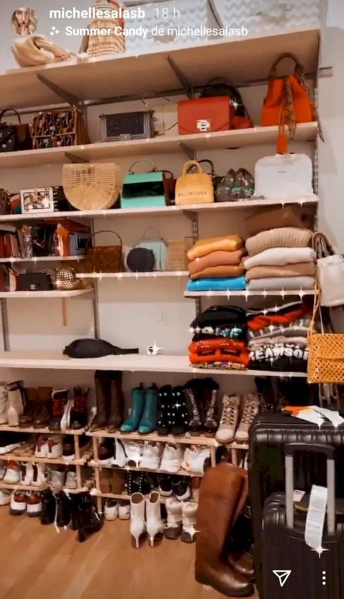 Michelle Salas abrió las puertas de su lujoso apartamento de Nueva York y muestra su colección de ropa y calzado de marca