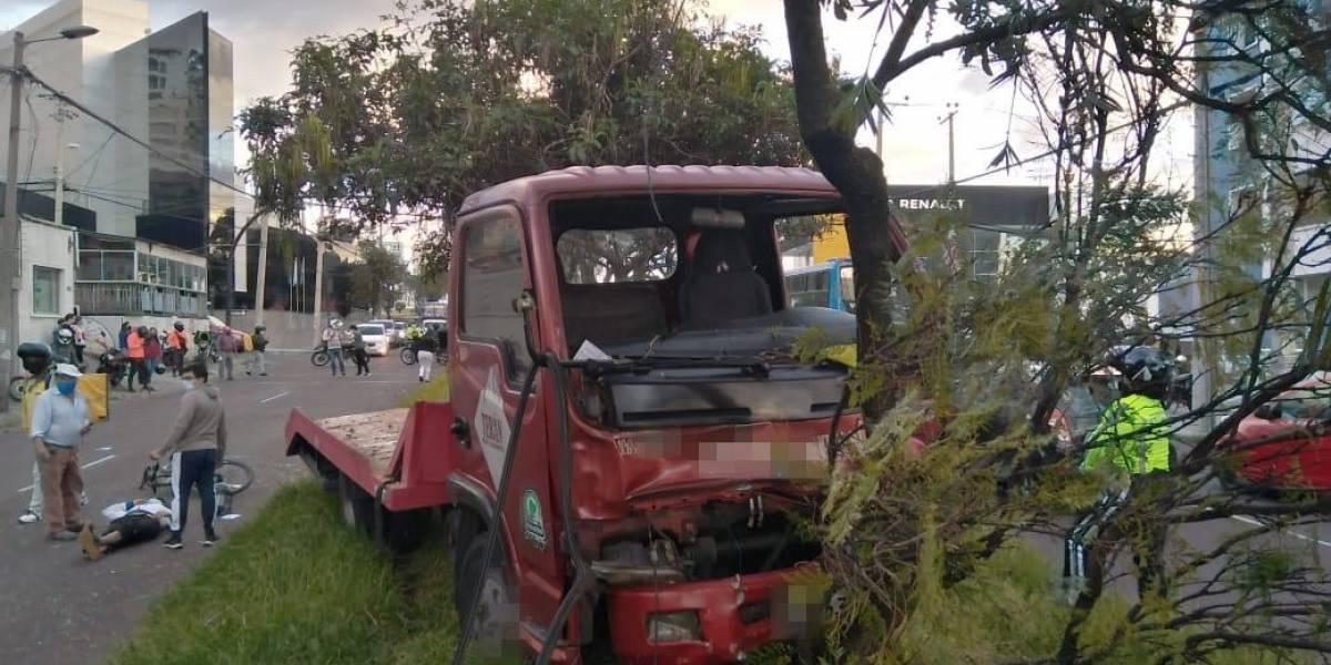 Un fallecido y dos heridos en accidente en la av. Eloy Alfaro y Granados, norte de Quito