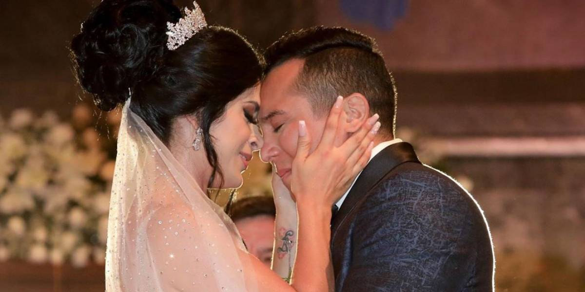 Así fue la romántica celebración del aniversario de bodas de Edwin Luna y Kimberly Flores