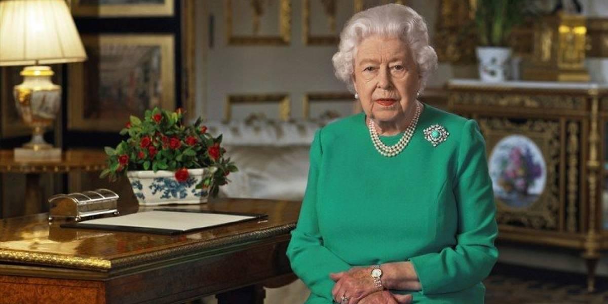 Reina Isabel II suspende emblemáticas celebraciones de la realeza británica