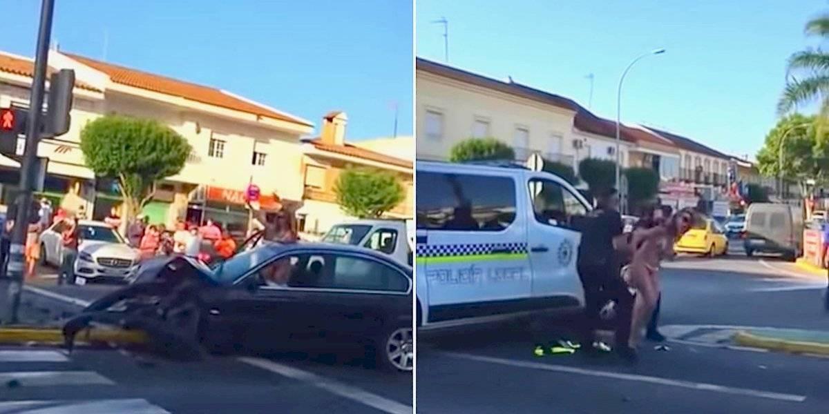 Mujer baila en bikini después de chocar gravemente su auto... y antes de intentar golpear a un policía