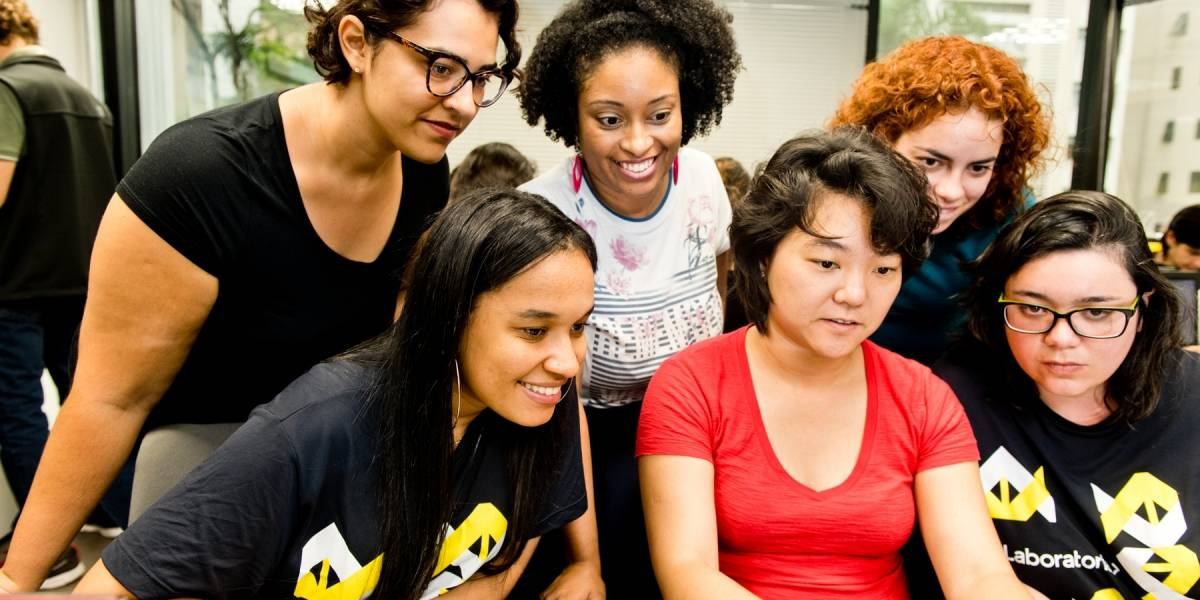 ONG oferece curso de programação para mulheres entrarem no mercado digital