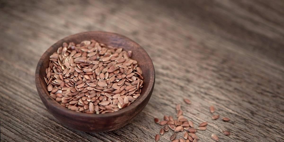 Remédio caseiro com óleo de linhaça para estimular o crescimento do cabelo