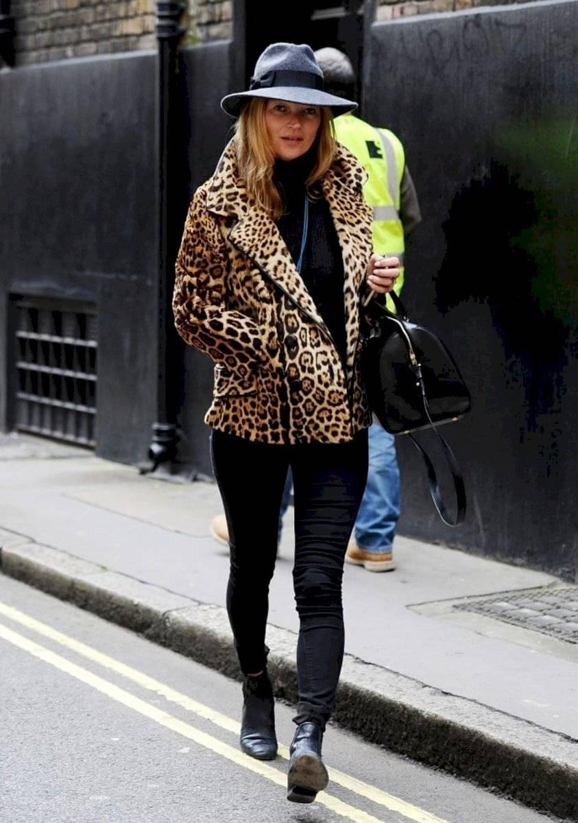 Con abrigo de leopardo también es una sofisticada combinación