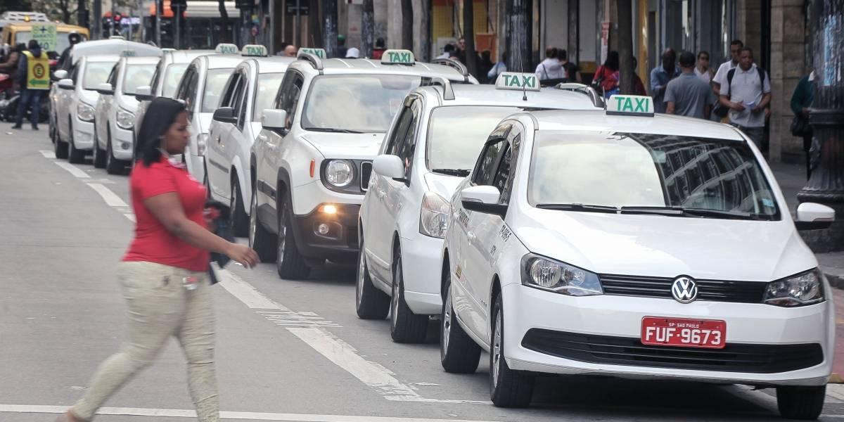 Projeto na Câmara de SP prevê salário mínimo a taxistas durante pandemia