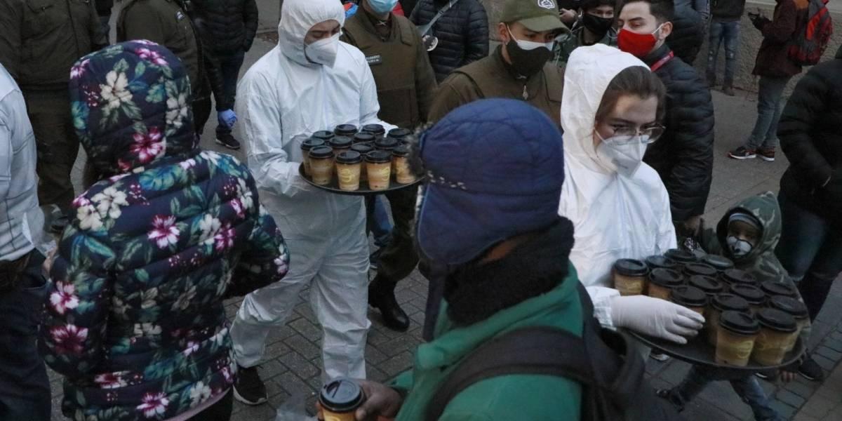 Un retiro con desayuno: algunas AFP esperan con café y pan a los clientes que hacen largas filas