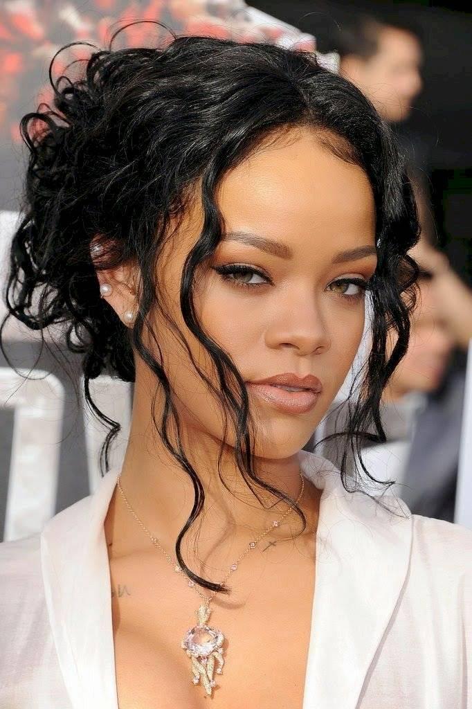 """Rihanna revela que se encuentra preparando su nuevo álbum:""""No se sentirán decepcionados, valdrá la pena"""""""