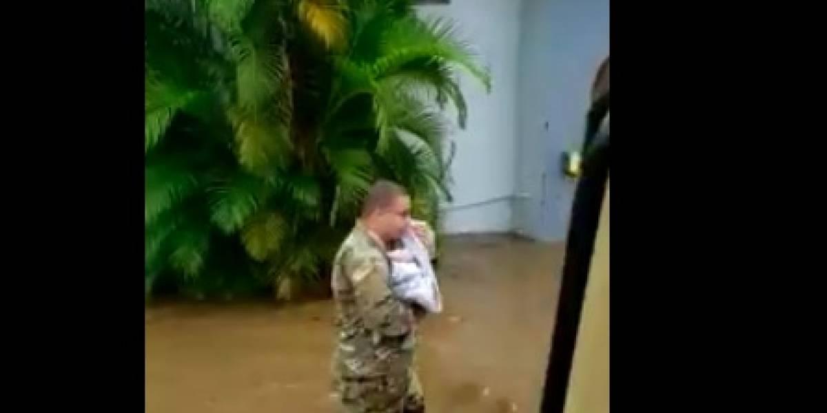 Publican video del momento en que rescatan a bebé y su familia por inundaciones