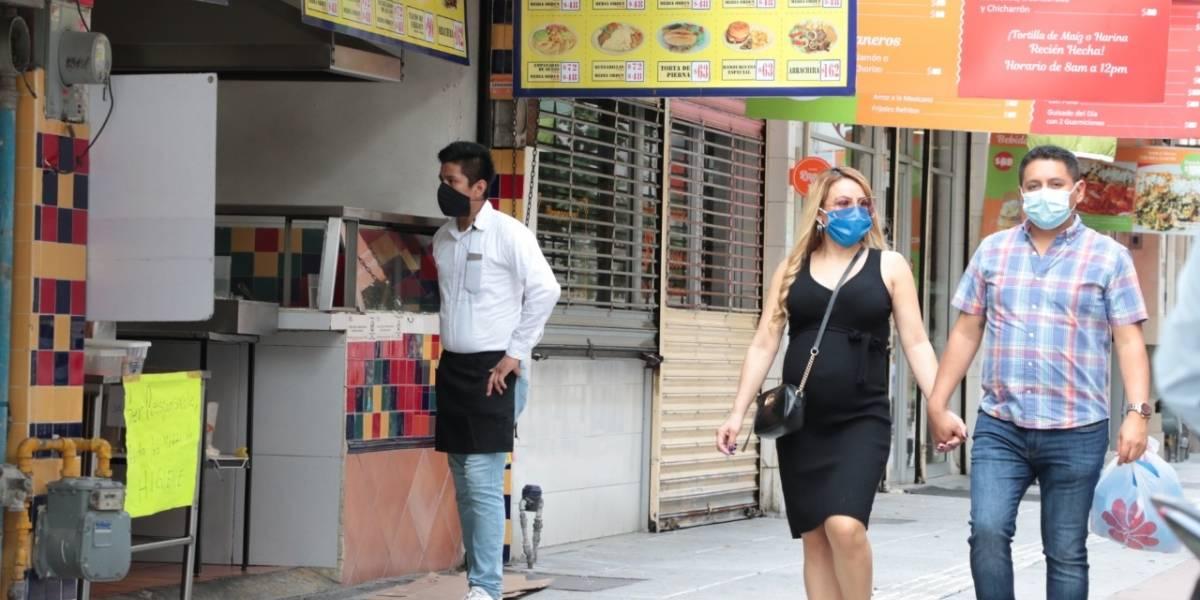 Clausura Salud 50 comercios por violar restricciones
