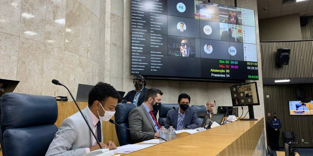Vereadores de São Paulo aprovam, em 1ª votação, regras para retomada do ensino municipal