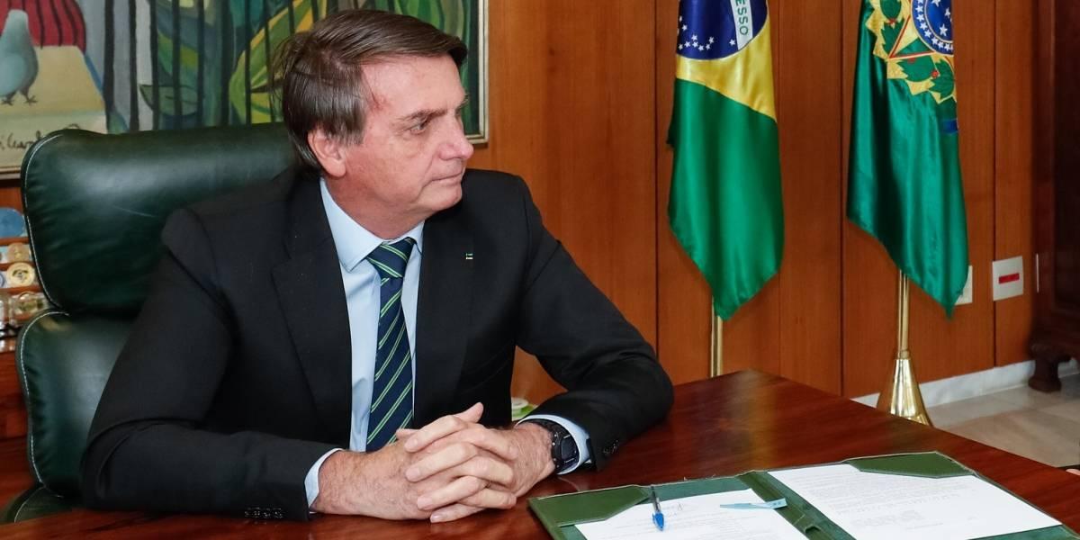 Bolsonaro veta parte de perdão às dividas tributárias de igrejas
