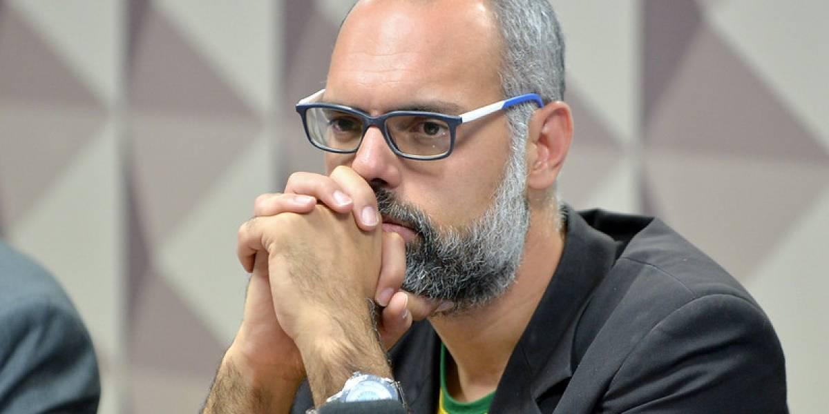 Em live, blogueiro Allan dos Santos diz que deixou o Brasil