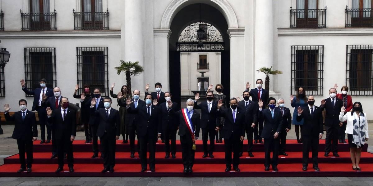 Gabinete histórico: la pandemia los instala como el primero con foto oficial con mascarilla