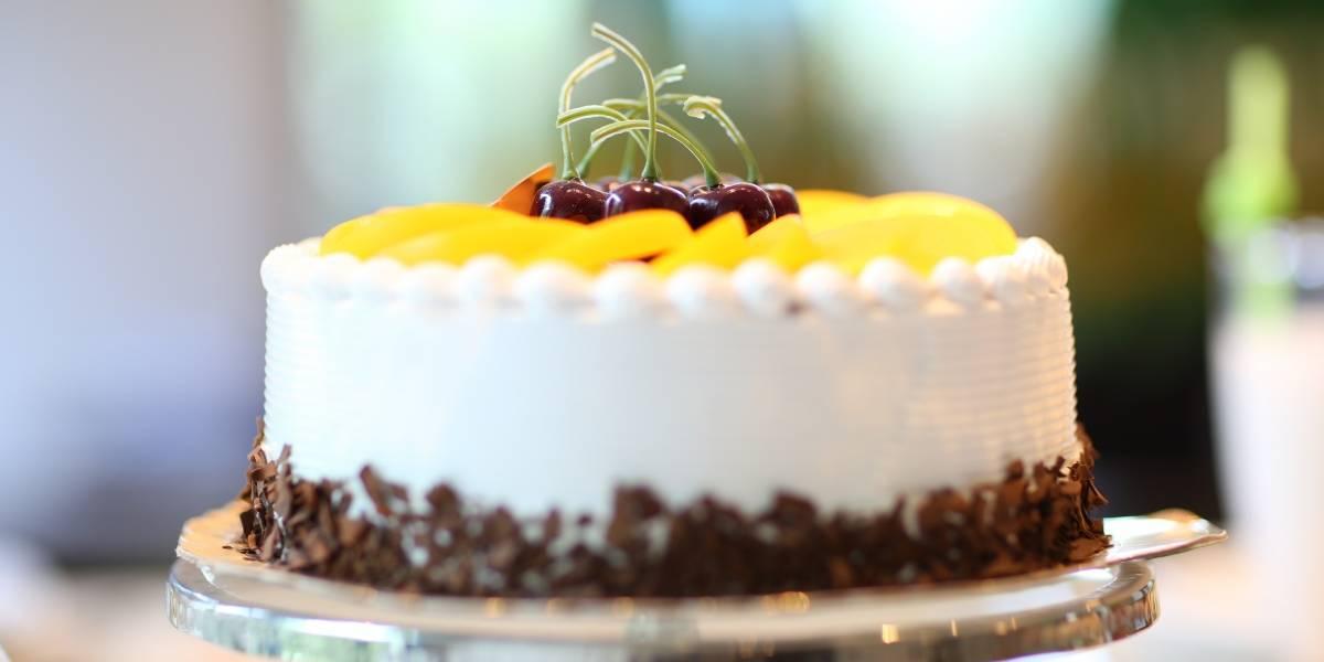Aprenda a fazer um delicioso bolo mousse de maracujá e chocolate