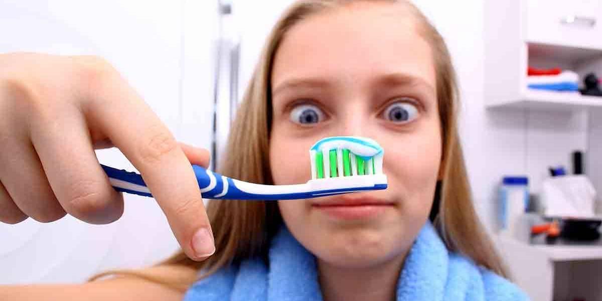 ¿Pereza por lavarte los dientes? Si no lo haces, podría llevarte a la demencia