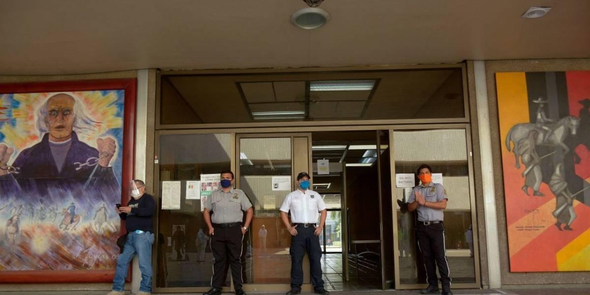 Burócratas regresarán a sus oficinas hasta el 1 de octubre