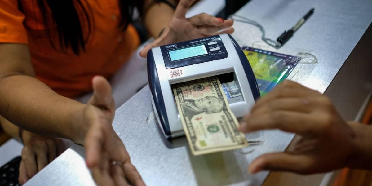 Dólar fecha em alta a R$ 5,21, mas encerra julho com queda de 4%