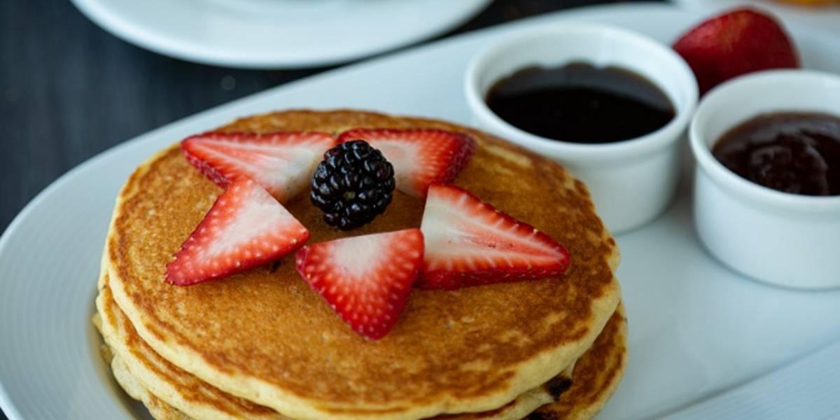 ¡Ricos y saludables! Así se preparan los hotcakes de avena sin harina