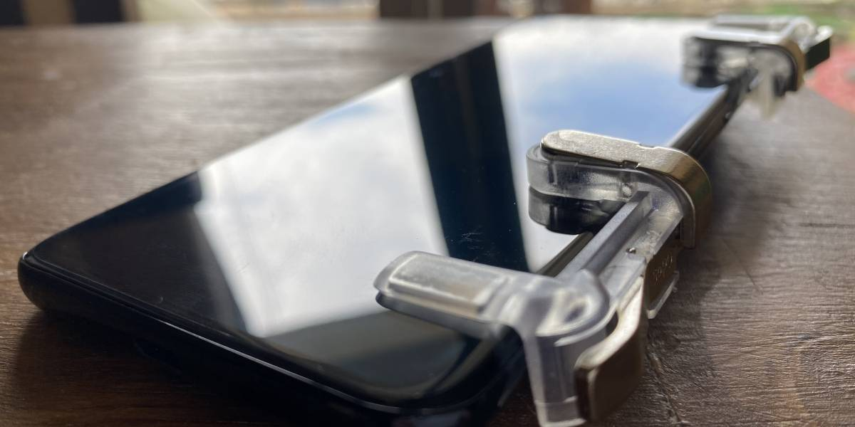 ¿Gatillos y guantes para pulgares? Los curiosos accesorios para jugar con tu smartphone