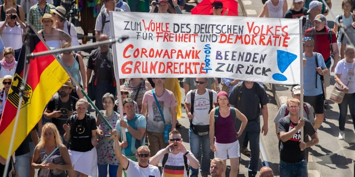 Miles protestan en Berlín contra las medidas para frenar Covid-19