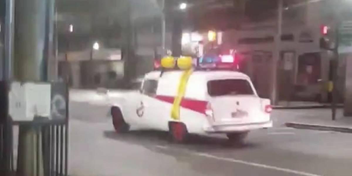 """[Video] Auto de los """"Cazafantasmas"""" causa sensación en Puente Alto"""