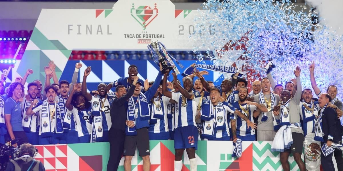 'Tecatito' Corona y el Porto conquistan el doblete en Portugal