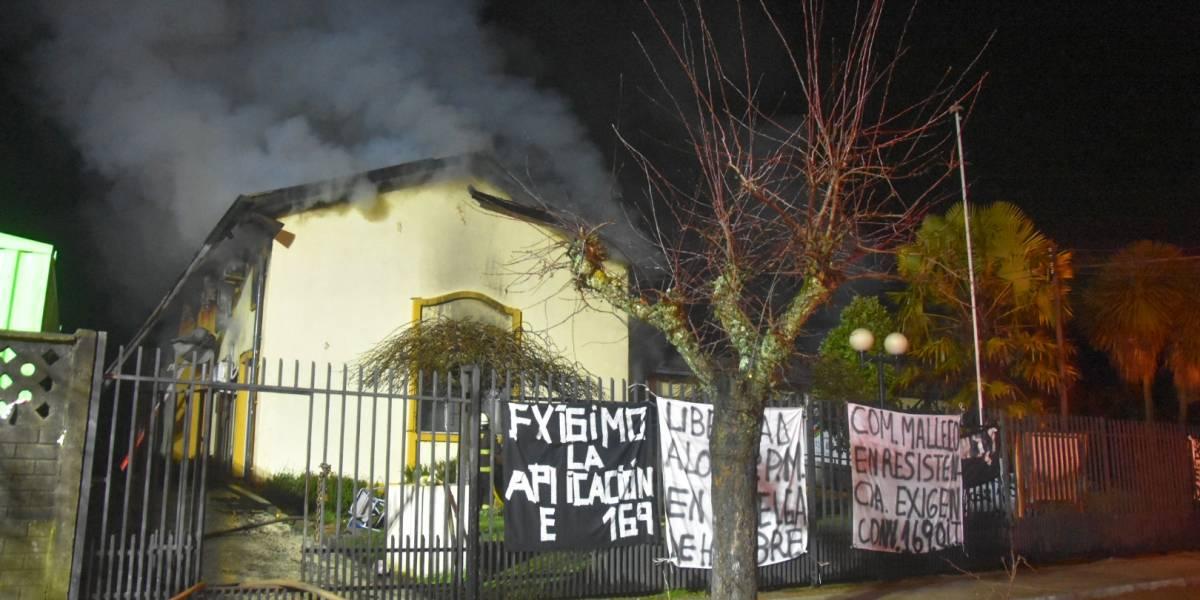 Violenta noche en La Araucanía: dos municipalidades fueron incendiadas