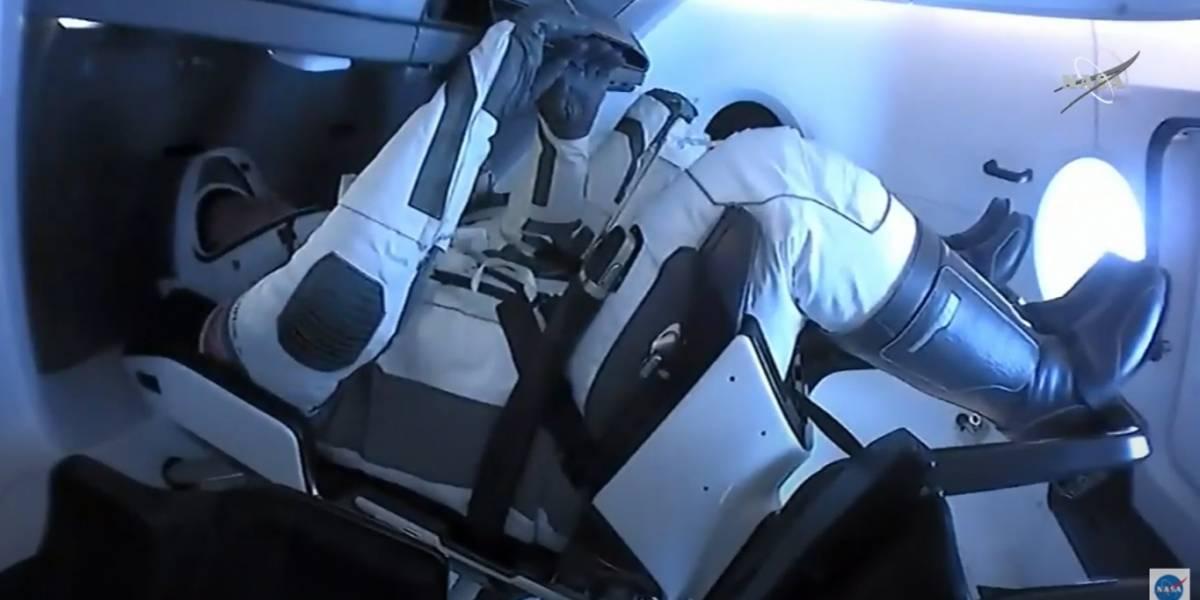 Cápsula Dragon de SpaceX hace el 1er amerizaje en 45 años