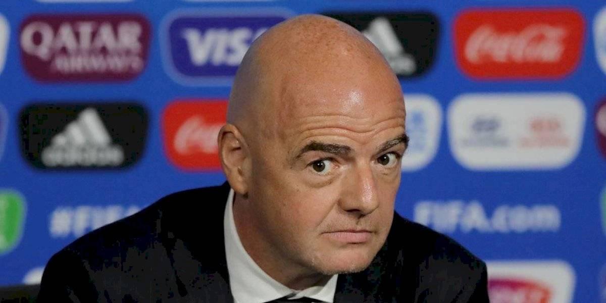 Infantino se mantendrá como presidente de la FIFA durante investigación