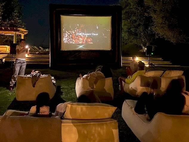 El cine al aire libre de Kourtney Kardashian