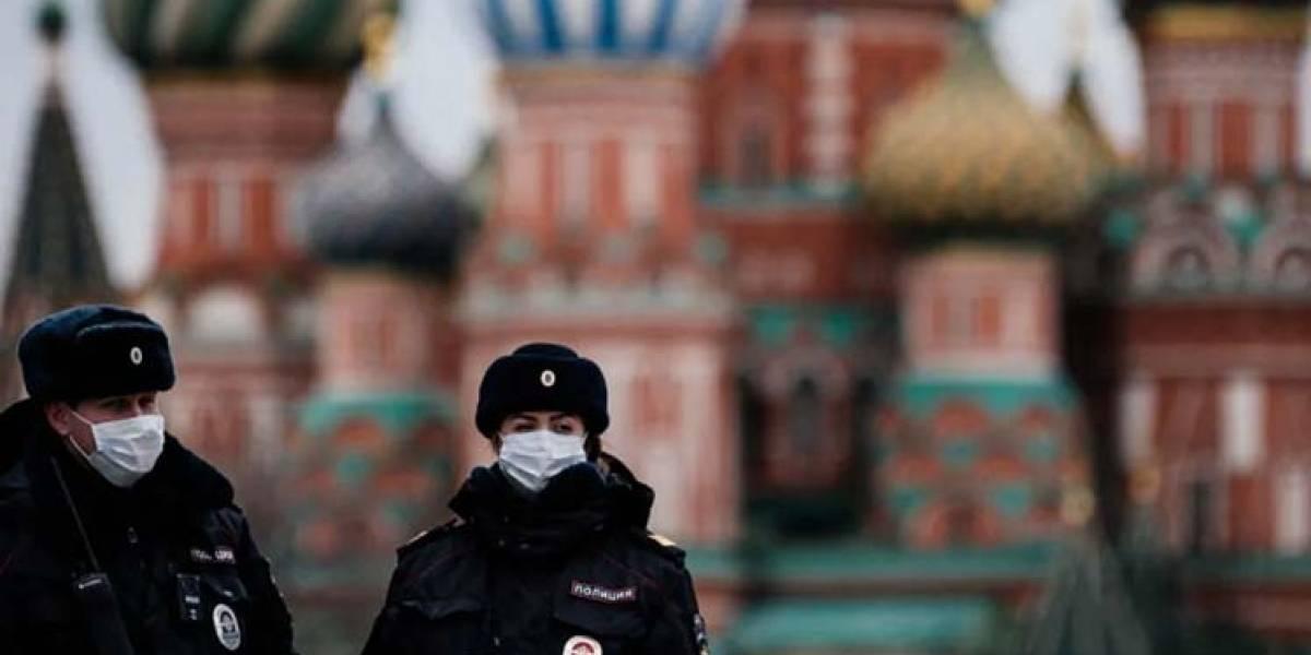 COVID-19: Voluntarios que recibieron la vacuna rusa están inmunes