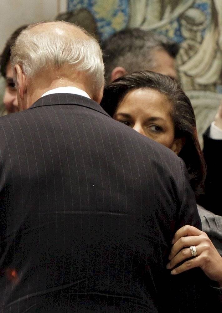 Susan Rice, hablando con Biden / AP