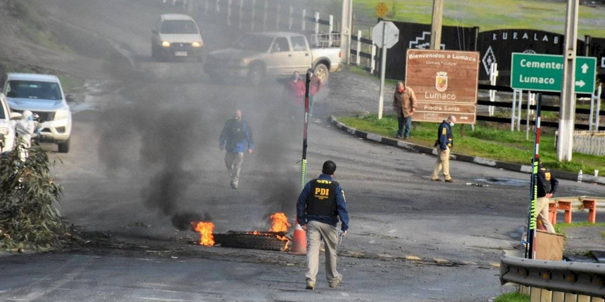 No se detiene la violencia en La Araucanía: cinco comuneros mapuche y seis carabineros heridos en Lumaco