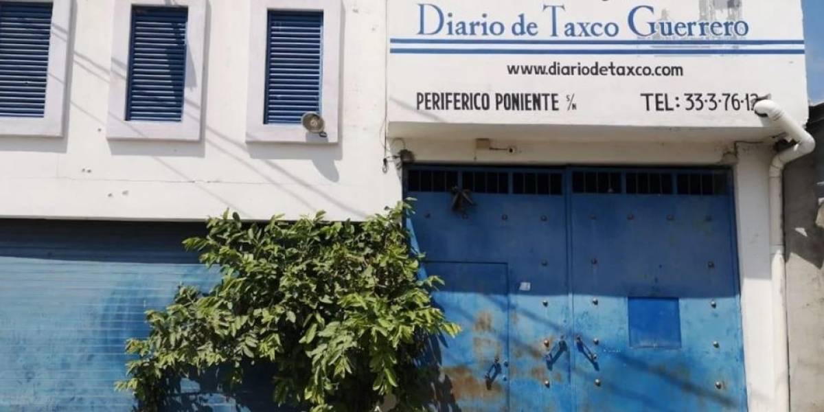 Balean instalaciones del Periódico de Iguala