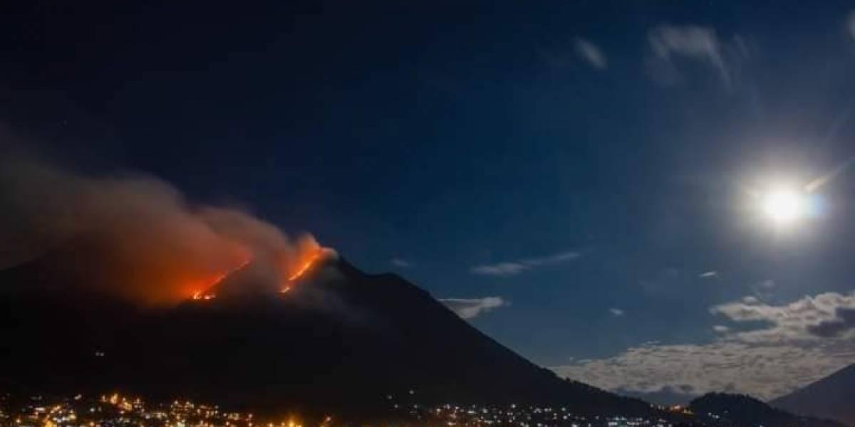 Dos incendios forestales afectan al volcán Imbabura