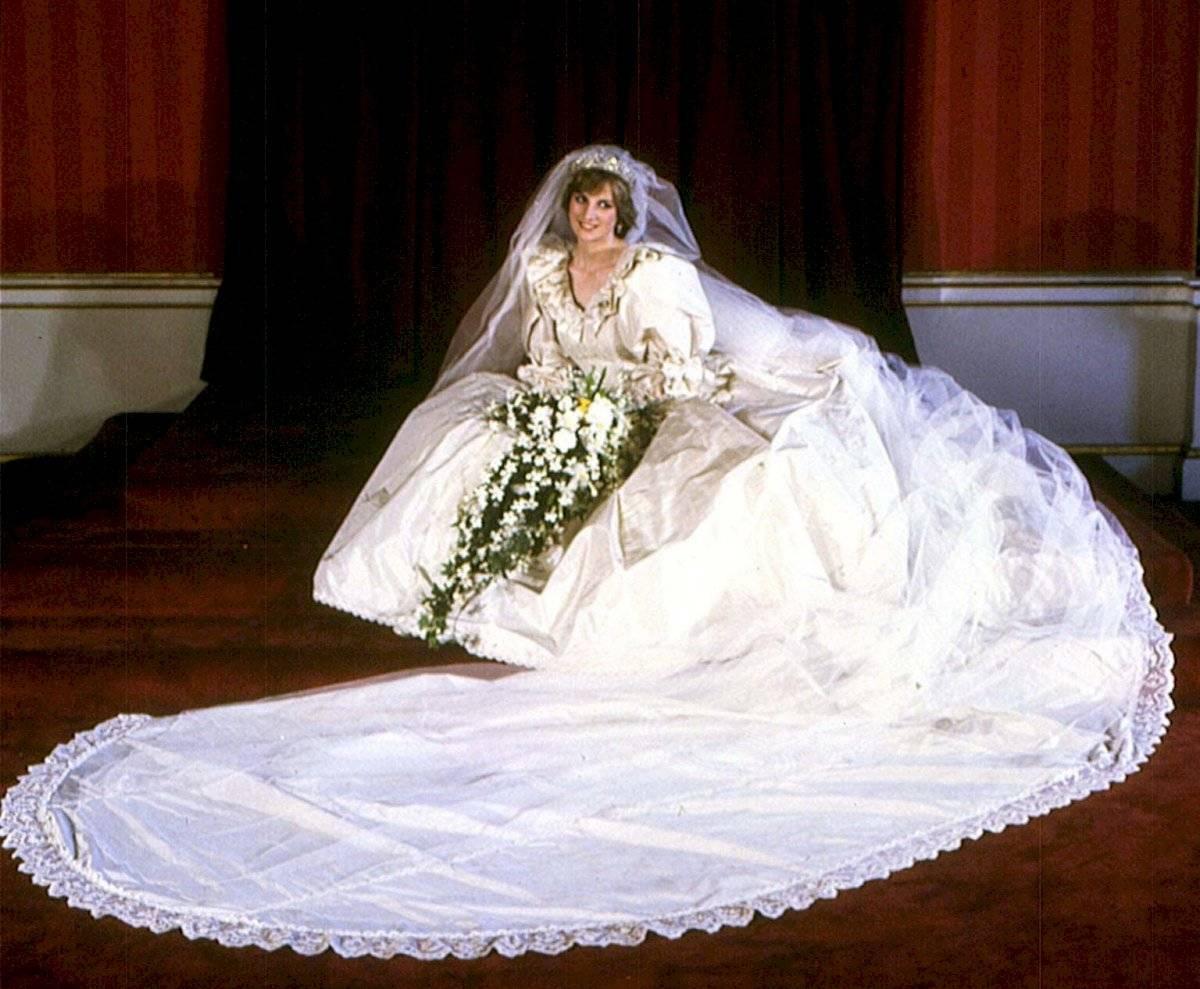 El vestido de la princesa Diana contó con detalles exuberantes.