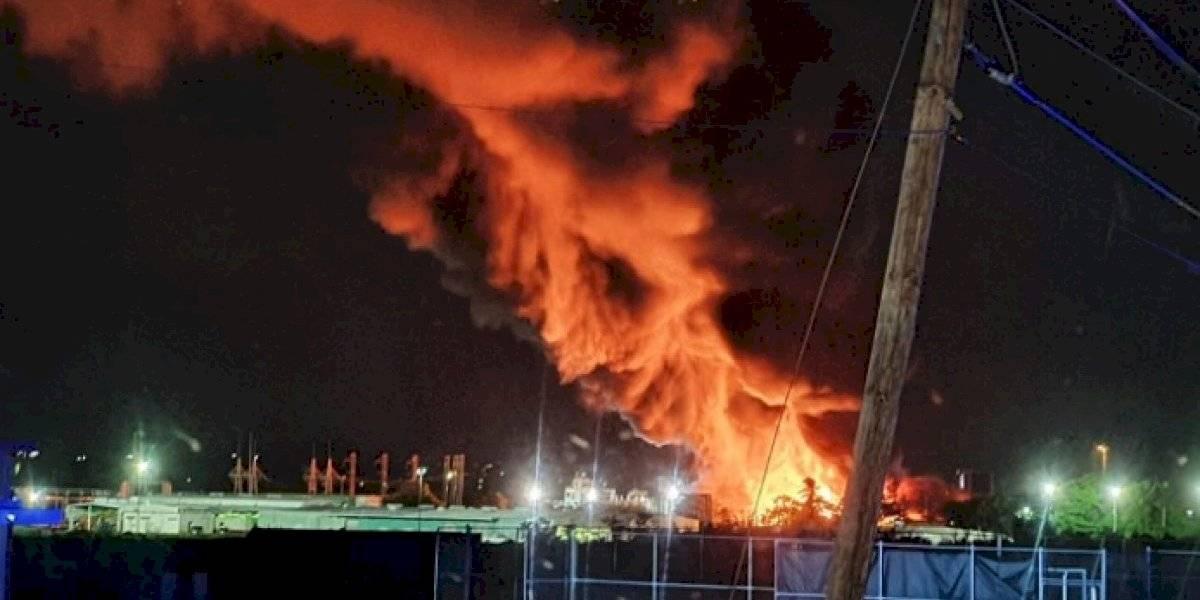 Fuego de grandes proporciones en refinería en Yabucoa