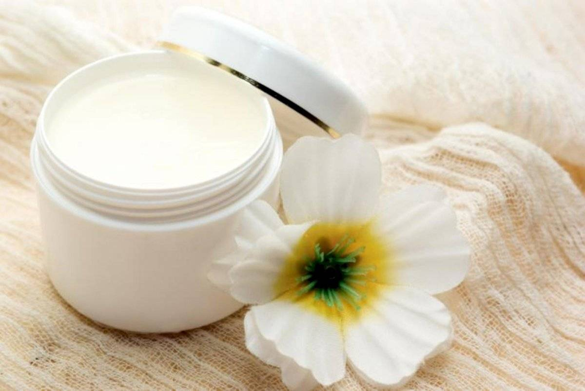 La mascarilla de vaselina te ayudará a tener unos labios suaves y en gran medida hidratados
